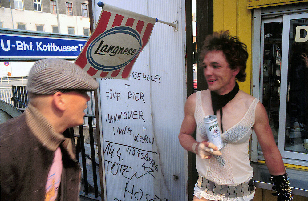 Germany - Deutschland; Berlin-Kreuzberg 1983 - Kottbusser Tor; Street scene in the squat &amp; punk district; Hausbesetzerszene; PUNKS; Abhaengen &amp; Bier trinken am Kotti-Imbiss...<br /> Berlin 20.03.1983; &copy; Christian Jungeblodt