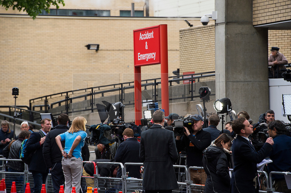 © London News Pictures. 02/05/2015. Media watch as Catherine Duchess of Cambridge and Prince William leave the Lindo Wing of St Mary's hospital in London holding their new born baby daughter, Princess of Cambridge. Photo credit: Ben Cawthra /LNP