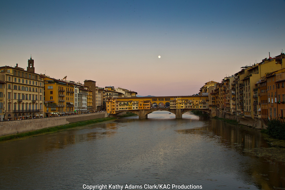 The Arno River, with the Ponte Vecchio, n Florence, Italy, Fiume Arno, Firenze