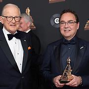NLD/Amsterdam/20200122 - Musical Award Gala 2020, Fred Boot krijgt de award uit handen van Pieter van Vollenhoven