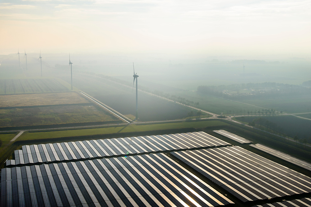 Nederland, Groningen, Delfzijl, 04-11-2018; Sunport Delfzijl, het grootste zonne-energiepark van Nederland. Het park levert onder andere stroom aan het Google datacentre in de nabij gelegen Eemshaven. In de achtegrond windmolens.<br /> Sunport Delfzijl, the largest solar energy park in the Netherlands. The park supplies power to the Google data center in the nearby Eemshaven.<br /> <br /> luchtfoto (toeslag op standaard tarieven);<br /> aerial photo (additional fee required);<br /> copyright© foto/photo Siebe Swart