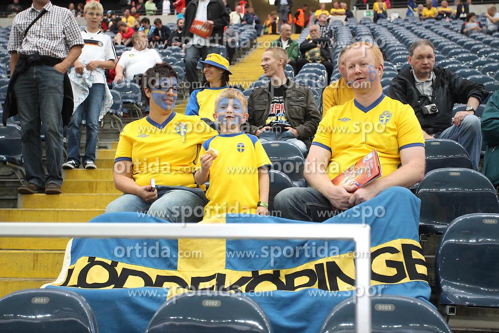 13.07.2011, Commerzbank Arena, Frankfurt, GER, FIFA Women Worldcup 2011, Halbfinale,  Japan (JPN) vs. Schweden (SWE), im Bild Schwedische Familie.. // during the FIFA Women´s Worldcup 2011, Semifinal, Japan vs Sweden on 2011/07/13, Commerzbank Arena, Frankfurt, Germany.   EXPA Pictures © 2011, PhotoCredit: EXPA/ nph/  Mueller       ****** out of GER / CRO  / BEL ******
