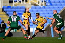 Malakai Fekitoa of Wasps is marked by Harry Elrington of London Irish and Ollie Hoskins of London Irish - Mandatory by-line: Ryan Hiscott/JMP - 01/03/2020 - RUGBY - Madejski Stadium - Reading, England - London Irish v Wasps - Gallagher Premiership Rugby