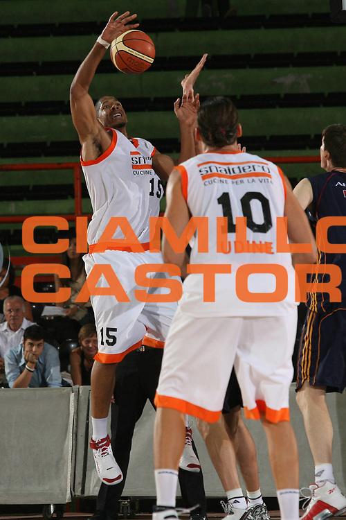 DESCRIZIONE : Caserta Lega A1 2007-08 Torneo Citt&agrave; di Caserta Lottomatica Virtus Roma Snaidero Udine<br /> GIOCATORE : Brook Sales<br /> SQUADRA : Snaidero Udine<br /> EVENTO : Campionato Lega A1 2007-2008 <br /> GARA : Lottomatica Virtus Roma Snaidero Udine<br /> DATA : 15/09/2007 <br /> CATEGORIA : Rimbalzo<br /> SPORT : Pallacanestro <br /> AUTORE : Agenzia Ciamillo-Castoria/M.Marchi