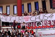 DESCRIZIONE : Teramo Lega A 2011-12 Banca Tercas Teramo Umana Venezia<br /> GIOCATORE : tifosi<br /> CATEGORIA : tifosi curva <br /> SQUADRA : Umana Venezia<br /> EVENTO : Campionato Lega A 2011-2012<br /> GARA : Banca Tercas Teramo Umana Venezia<br /> DATA : 03/03/2012<br /> SPORT : Pallacanestro<br /> AUTORE : Agenzia Ciamillo-Castoria/C.De Massis<br /> Galleria : Lega Basket A 2011-2012<br /> Fotonotizia : Teramo Lega A 2011-12 Banca Tercas Teramo Umana Venezia<br /> Predefinita :