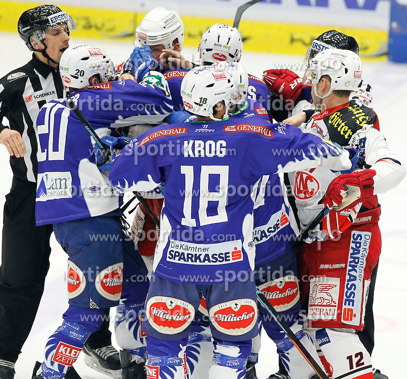 18.01.2015, Stadthalle, Villach, AUT, EBEL, EC VSV vs EC KAC, 40. Runde, im Bild eine Rauferei // during the Erste Bank Icehockey League 40th round match between EC VSV vs EC KAC at the City Hall in Villach, Austria on 2015/01/18, EXPA Pictures © 2015, PhotoCredit: EXPA/ Oskar Hoeher