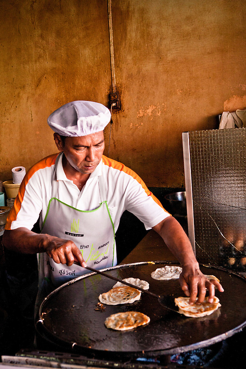 Making roti at Thaew Nam Roti, Phuket.