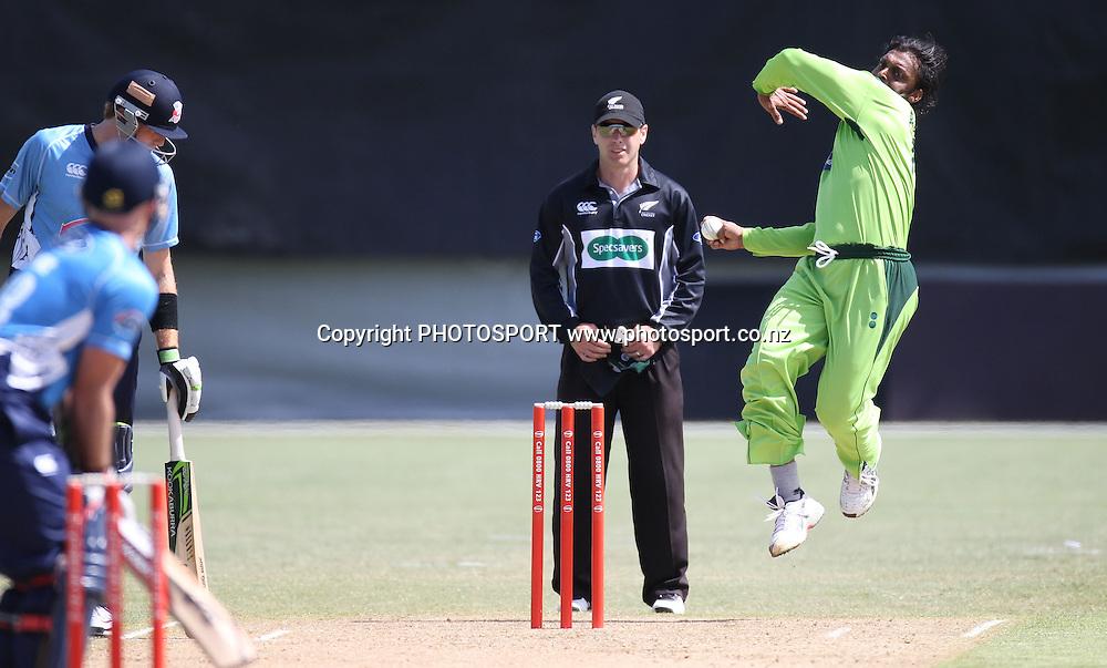 Pakistan's Shoaib Akhtar bowling. Twenty20 Cricket, Auckland Aces v Pakistan, Colin Maiden Park, Auckland. Thursday 23 December 2010.Photo: Andrew Cornaga/photosport.co.nz