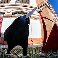 """Escultura en la Puerta 5 de """"La Malagueta. Málaga, Andalucia. España. Sculpture at Gate 5 of """"The Malagueta. Malaga, Andalucia. Spain"""