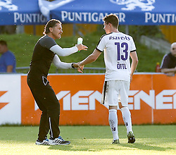 06.05.2016, FAC Platz, Wien, AUT, 2. FBL, FAC Wien vs SV Austria Salzburg, 32. Runde, im Bild v.l. Trainer Gerald Baumgartner (SV Austria Salzburg), Matthias Oettl (SV Austria Salzburg) // during Austrian Football Second Bundesliga Match, 32nd round, between FAC Wien and SV Austria Salzburg at the Sportplatz FAC, Vienna, Austria on 2016/05/06. EXPA Pictures © 2016, PhotoCredit: EXPA/ Alexander Forst