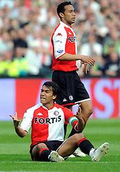 27-04-2008 VOETBAL: KNVB BEKERFINALE FEYENOORD - RODA JC: ROTTERDAM <br /> Feyenoord wint de KNVB beker - Giovanni van Bronckhorst en Denny Landzaat<br /> ©2008-WWW.FOTOHOOGENDOORN.NL