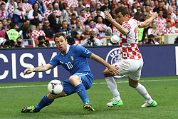 14.06.2012, Staedtisches Stadion, Posen, POL, UEFA EURO 2012, Italien vs Kroatien, Gruppe C, im Bild ANTONIO CASSANO ( L) DARIJO SRNA ( P) // during the UEFA Euro 2012 Group C Match between Italy and Croatia at the Municipal Stadium Poznan, Poland on 2012/06/14. EXPA Pictures © 2012, PhotoCredit: EXPA/ Newspix/ Katarzyna Plewczynska..***** ATTENTION - for AUT, SLO, CRO, SRB, SUI and SWE only *****