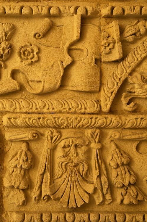 France, Languedoc Roussillon, Gard, Uzège, Uzès, hôtel particulier Dampmartin, bas-relief