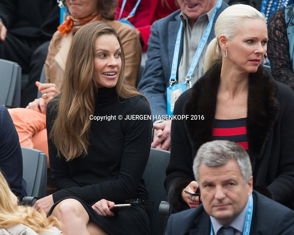 French Open 2016 Feature ,Schauspielerin Hilary Swank   und Freundin  Clare Farwell sitzn in der Ehrenloge,Herren Finale, Endspiel,<br /> <br /> <br /> Tennis - French Open 2016 - Grand Slam ITF / ATP / WTA -  Roland Garros - Paris -  - France  - 5 June 2016.