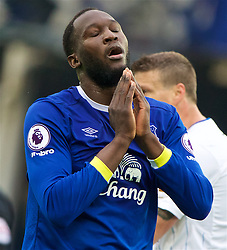 LIVERPOOL, ENGLAND - Sunday, April 9, 2017: Everton's Romelu Lukaku looks dejected after missing a chance against Leicester City during the FA Premier League match at Goodison Park. (Pic by David Rawcliffe/Propaganda)