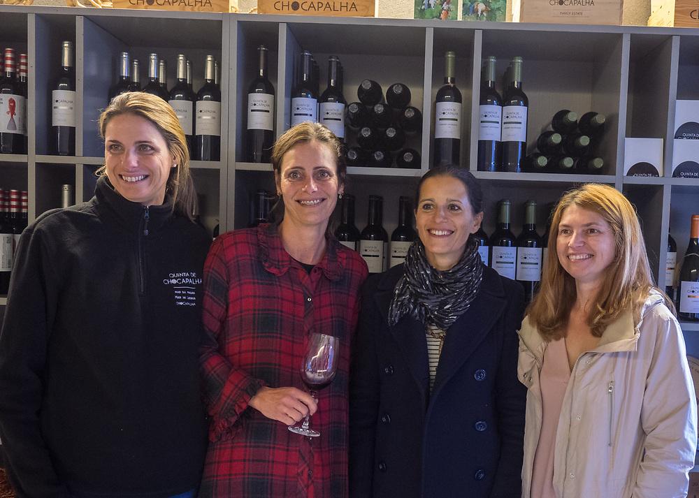 Sandra Tavares da Silva, Andrea Tavares da Silva, and reps from Quinta do Monte d'Oiro & Quinta de Sant'Ana