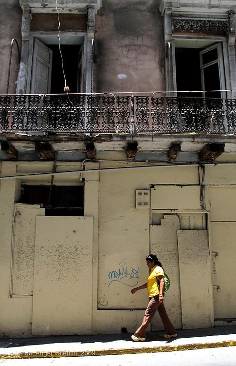 Pedestrian walking on Calle Fortaleza in Old San Juan, Puerto Rico.Photo/Angel Valentin