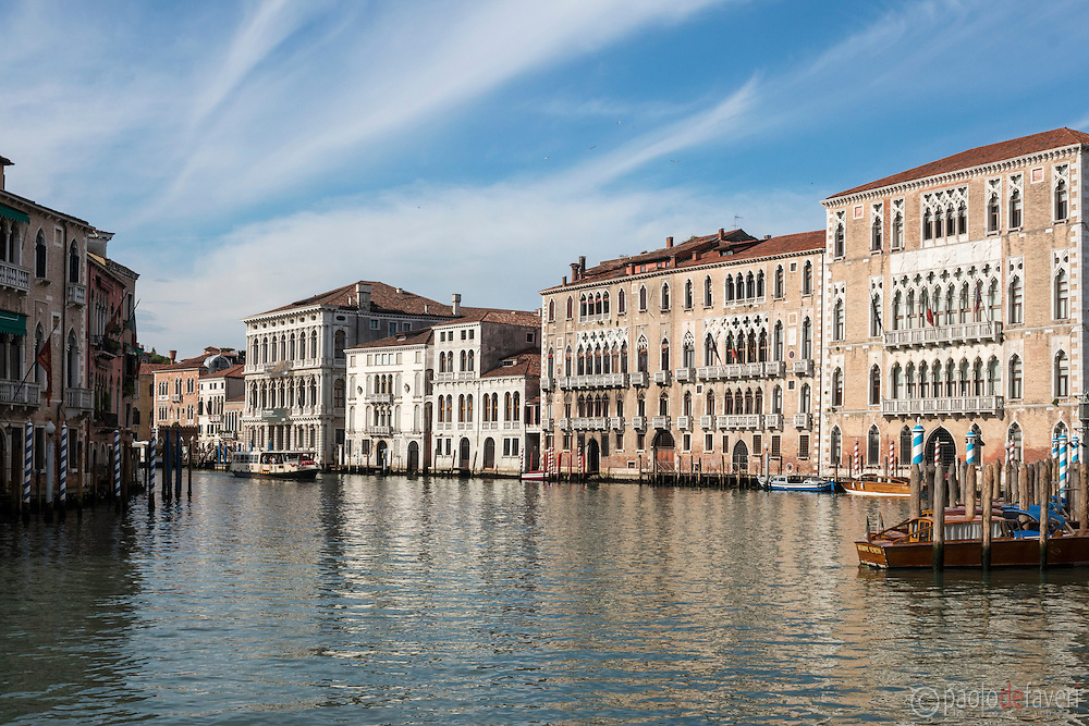 An early morning view of the bend on the Grand Canal known as Volta de Canal, with the famous palaces of Ca' Foscari and Ca' Giustinian.