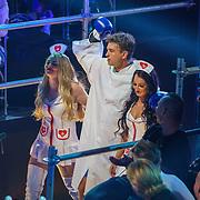 NLD/Amsterdam/20181107 - Opname Boxingstars 2018, 2e aflevering,       38061, opkomst Rick Brandsteder met 2 modellen verkleed als zuster