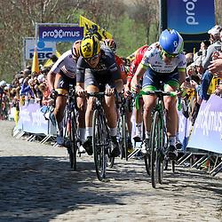 03-04-2016: Wielrennen: Ronde van Vlaanderen vrouwen: Oudenaarde  <br />OUDENAARDE (BEL) cycling  The sixth race in the UCI Womensworldtour is the ronde van Vlaanderen. A race over the famous Flemish climbs.<br />Paterberg, Annemiek van Vleuten, Elisa Longo Borgini