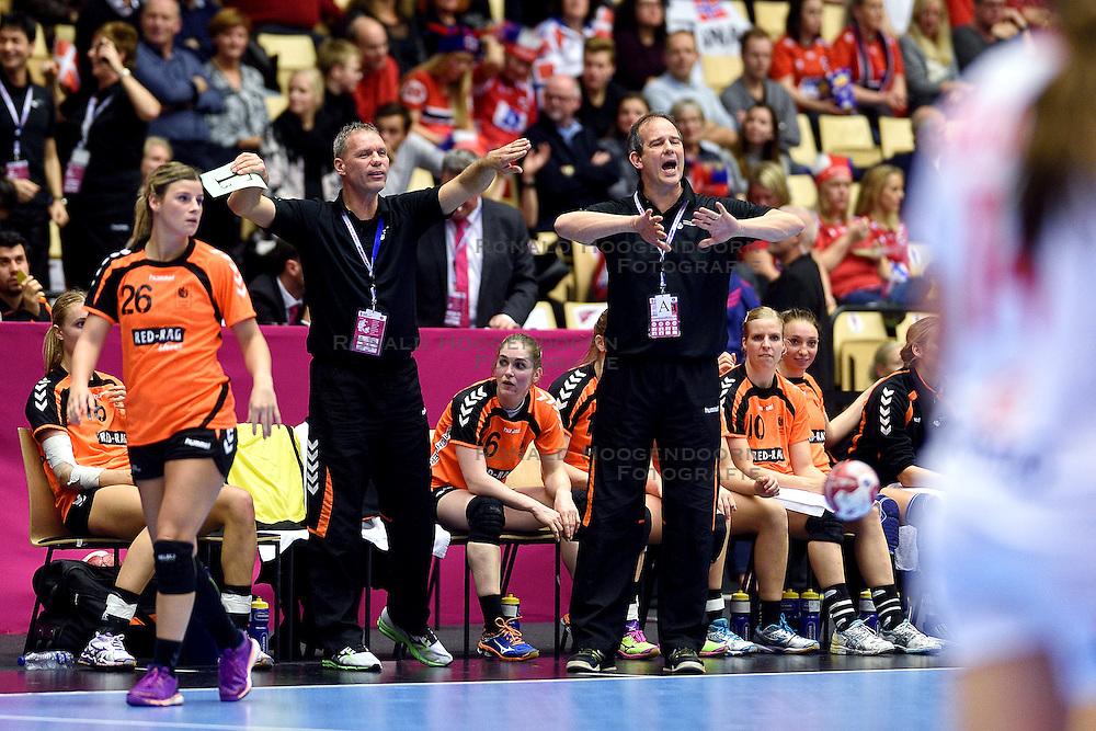 18-12-2015 DEN: World Championships Handball 2015 Poland  - Netherlands, Herning<br /> Halve finale - Nederland staat in de finale door Polen met 30-25 te verslaan / Angela Malestein #26, Ass. coach Peter Portengen, Bondscoach Henk Groener