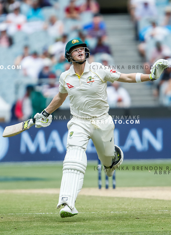 Steve Smith goes for a run during day 5 of the 2017 boxing day test.