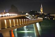 Nederland, Nijmegen, 14-8-2016Sfeerbeeld van de Promenadebrug met zicht op de Stevenstoren in het Rivierpark.DGFoto    editie NijmegenFoto: Flip Franssen