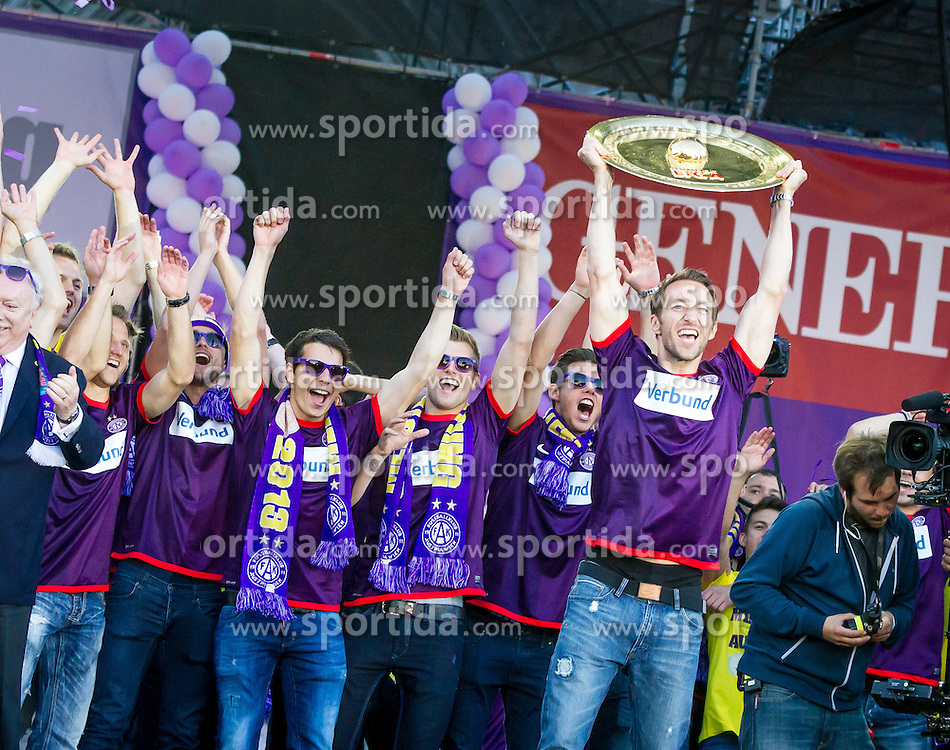 28.05.2013, Rathausplatz, Wien, AUT, 1. FBL, Meisterfeier FK Austria Wien, im Bild Philipp Hosiner (FK Austria Wien, #16), Alexander Gruenwald, (FK Austria Wien, #10), Heinz Lindner, (FK Austria Wien, #13), Manuel Ortlechner (FK Austria Wien, #14)// during the celebrating of Austrian Bundesliga Football Champion FK Austria Wien at the Rathausplatz, Vienna, Austria on 2013/05/28. EXPA Pictures © 2013, PhotoCredit: EXPA/ Sebastian Pucher