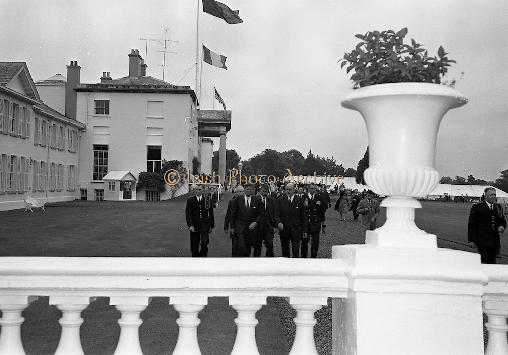 27/06/1963 - John F. Kennedy attends a garden party at Áras an Uachtaráin.