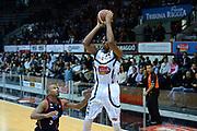 DESCRIZIONE : Caserta Lega serie A 2013/14  Pasta Reggia Caserta Acea Virtus Roma<br /> GIOCATORE : claudio tommasini<br /> CATEGORIA : tiro tre punti<br /> SQUADRA : Pasta Reggia Caserta<br /> EVENTO : Campionato Lega Serie A 2013-2014<br /> GARA : Pasta Reggia Caserta Acea Virtus Roma<br /> DATA : 10/11/2013<br /> SPORT : Pallacanestro<br /> AUTORE : Agenzia Ciamillo-Castoria/GiulioCiamillo<br /> Galleria : Lega Seria A 2013-2014<br /> Fotonotizia : Caserta  Lega serie A 2013/14 Pasta Reggia Caserta Acea Virtus Roma<br /> Predefinita :