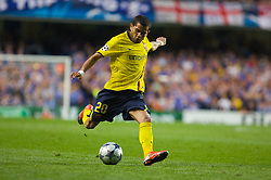 LONDON, ENGLAND - Wednesday, May 6, 2009: Barcelona's Daniel Alves in action against Chelsea during the UEFA Champions League Semi-Final 2nd Leg match at Stamford Bridge. (Photo by Carlo Baroncini/Propaganda)