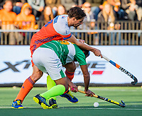 AMSTELVEEN - Bjorn Kellerman (Ned) met Muhammad Irfan (Pak)  de tweede  Olympische kwalificatiewedstrijd hockey mannen ,  Nederland-Pakistan (6-1). Oranje plaatst zich voor de Olympische Spelen 2020.  ANP KOEN SUYK