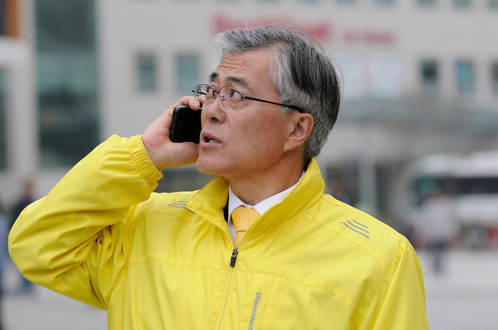 Moon Jae-in talks on the phone during a last-minute campaign rally in his home district of Sasang in Busan, South Korea, April 11, 2012.
