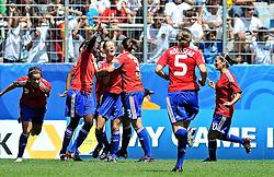 20.07.2010, , Augsburg, GER, FIFA U-20 Frauen Worldcup, Frankreich vs Deutschland, im Bild Frankreich bejubelt den Anschlusstreffer, EXPA Pictures © 2010, PhotoCredit: EXPA/ nph/  Roth+++++ ATTENTION - OUT OF GER +++++ / SPORTIDA PHOTO AGENCY