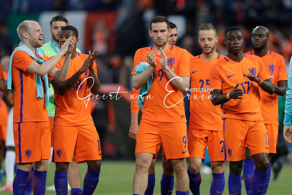 04-06-2017 VOETBAL:NEDERLAND-IVOORKUST:ROTTERDAM<br /> Oranje oefende tegen Ivoorkust vanavond in De Kuip<br /> <br /> Vincent Janssen van Oranje (Tottenham Hotspur) bedankt het publiek en Quincy Promes van Oranje (Spartak Moskou) en  en Bas Dost van Oranje (Sporting CP) en Georginio Wijnaldum van Oranje (Liverpool) en Davy Klaassen van Oranje (Ajax) <br /> <br /> Foto: Geert van Erven