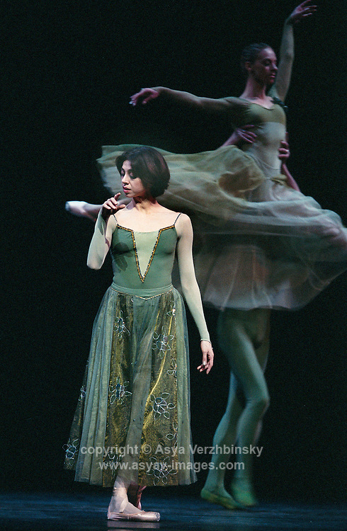 Nina Ananiashvili and Company on her tour to the UK in 2004.<br />