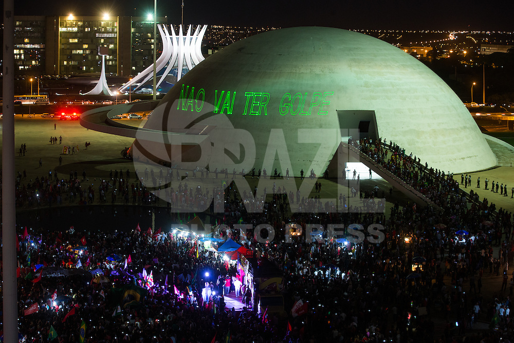 BRASILIA, DF, 18.03.2016 - PT-MANIFESTAÇÃO-    Manifestação do PT, Centrais Sindicais e Movimentos Sociais  em frente ao Museu da República, em defesa do ex-presidente Lula e do Governo Dilma, nesta sexta-feira, 18.(Foto:Ed Ferreira / Brazil Photo Press)