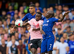 LONDON, ENGLAND - Sunday, August 18, 2019: Leicester City's Wilfred Ndidi (C) challenges Chelsea's Emerson Palmieri dos Santos (L) and N'Golo Kante (R) during the FA Premier League match between Chelsea's  FC and Leicester City FC at Stamford Bridge. (Pic by David Rawcliffe/Propaganda)