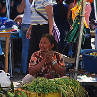 Mujer indigena en el mercado de los sabados en centro de Puerto Ayacucho, estado Amazonas, Venezuela. ©Jimmy Villalta