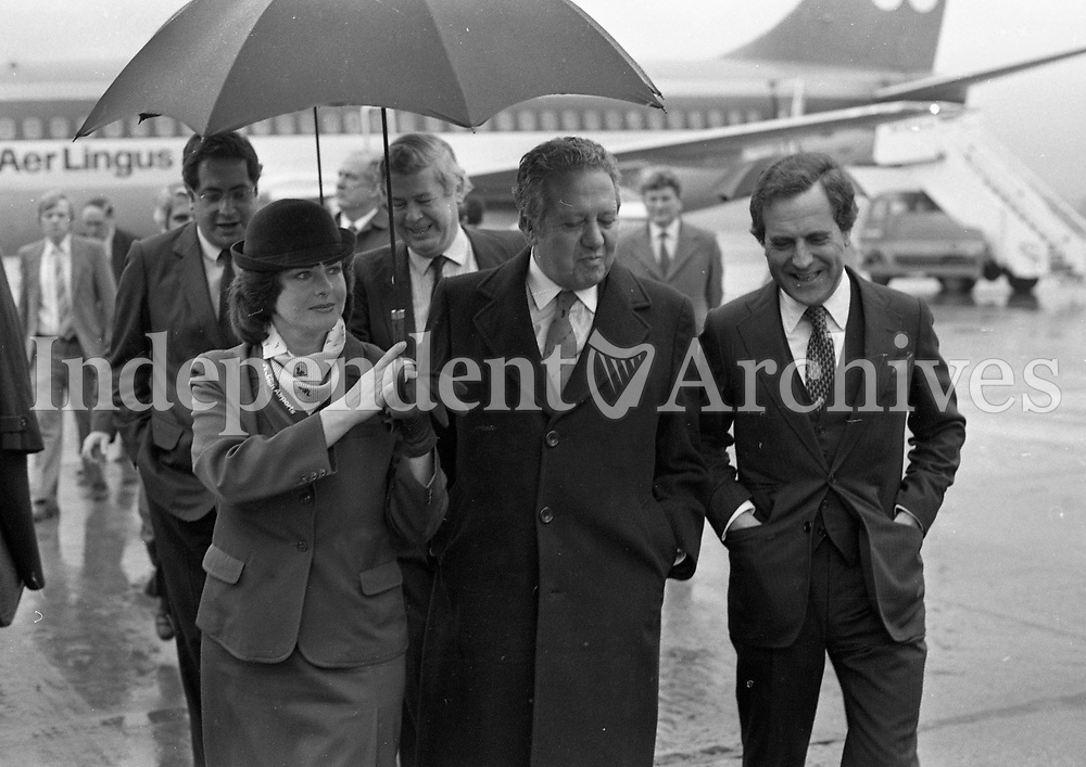 The Prime Minister of Portugal Dr Mario Soares(Centre) Arriving at Dublin Airport with the Portuguese Ambassador Jose Gregorio Faria and Aer Rianta Ground Hostess Rita Bergin, 24/10/1984 (Part of the Independent Newspapers Ireland/NLI Collection).