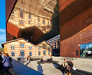 Ośrodek Dokumentacji Sztuki Tadeusza Kantora CRICOTEKA . Nowa siedziba Cricoteki miesci się przy ulicy Nadwiślańskiej 2/4[1], w budynku dawnej elektrowni podgórskiej.