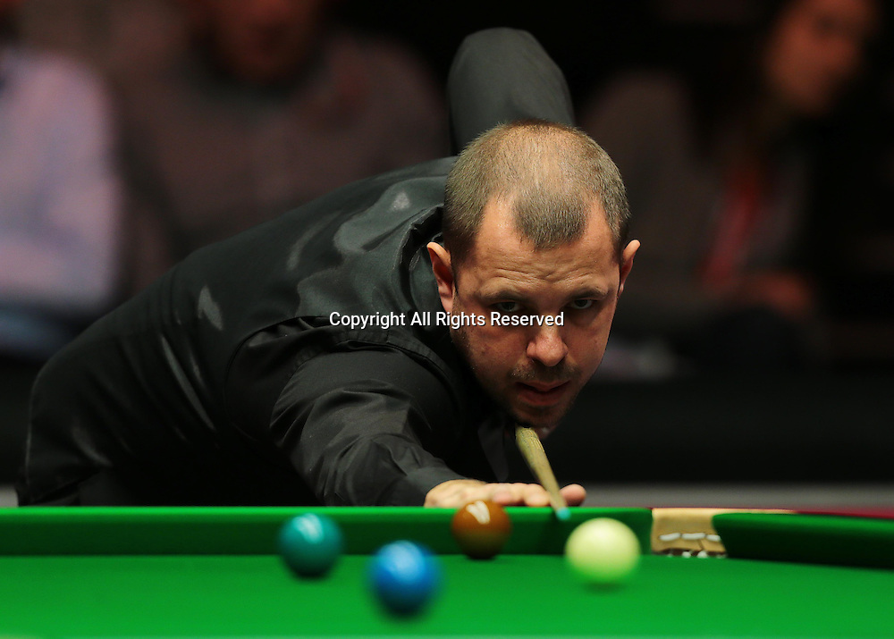 16.01.2016.  Alexandra Palace, London, England. Masters Snooker. Semi Finals. Barry Hawkins pots his way to winning the match 6 frames to 4