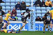 Wasps lock Will Rowlands  (5) scores a try during the Gallagher Premiership Rugby match between Wasps and Bath Rugby at the Ricoh Arena, Coventry, England on 2 November 2019.