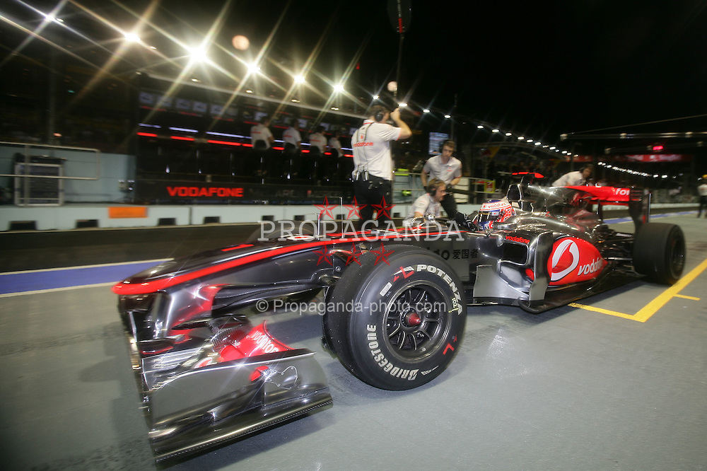 Motorsports / Formula 1: World Championship 2010, GP of Singapore, 01 Jenson Button (GBR, Vodafone McLaren Mercedes),