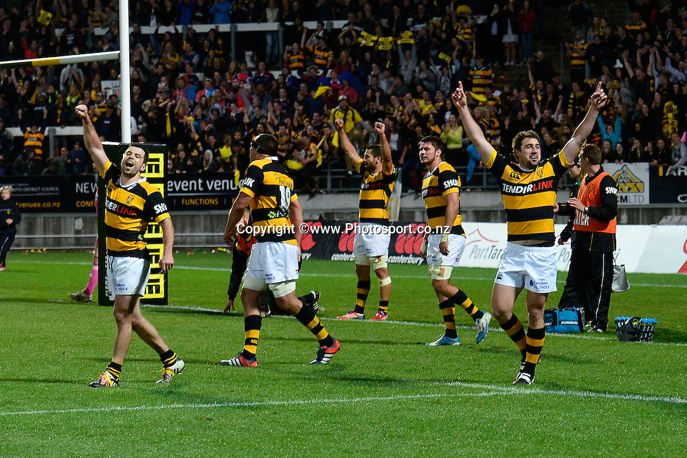 Taranaki celebrate their win during the ITM Cup Premiership Final between Taranaki & Tasman at Yarrow Stadium in New Plymouth, New Zealand, 25th October 2014. Photo: Marty Melville/Photosport.co.nz
