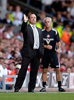Photo: Jed Wee, Digitalsport<br /> Liverpool v Sunderland. The Barclays Premiership.<br /> 20/08/2005.<br /> <br /> Liverpool manager Rafael Benitez (L) with Sunderland counterpart Mick McCarthy.