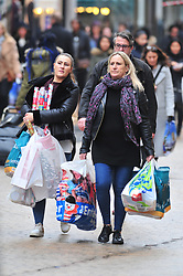 &copy; Licensed to London News Pictures.20/12/2017.<br /> Bromley, UK.<br /> Christmas shoppers out in force in Bromley High Street, Bromley.<br /> Photo credit: Grant Falvey/LNP