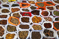 Chine. Province du Yunnan. Marchede Xinjie. Epices. // China. Yunnan province. Weekly market at Xinjie. Spices.