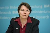 """11 MAR 2015, BERLIN/GERMANY:<br /> Prof. Dr. Claudia Eckert, Professorin für Sicherheit in der Informatik an der Tchnischen Universitaet Muenchen, waehrend einer Pressekonefernz zur Vorstellung des neuen Forschungsprogramms """"Selbstbestimmt und sicher in der Digitalen Welt"""", Bundesministerium fuer Forschung und Bildung<br /> IMAGE: 20150311-01-025<br /> KEYWORDS: Cybersicherheit, TU München"""