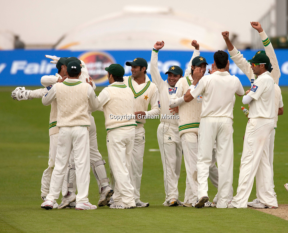Celebrations after Ben Hilfenhaus is run out during the second MCC Spirit of Cricket Test Match between Pakistan and Australia at Headingley, Leeds.  Photo: Graham Morris (Tel: +44(0)20 8969 4192 Email: sales@cricketpix.com) 21/07/10